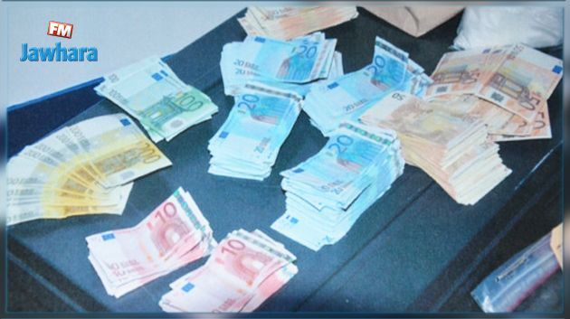 إيقاف شخص حاول تهريب 34 ألف أورو و4 آلاف دولار إلى ليبيا