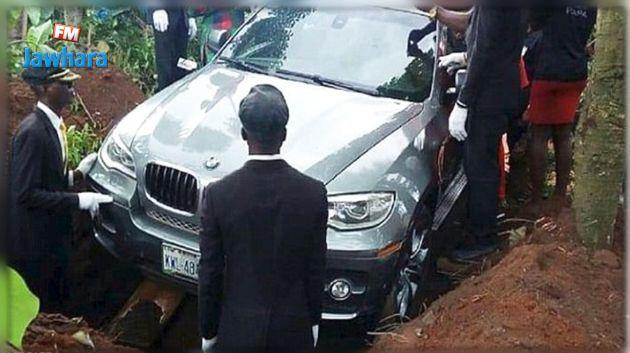 نيجيري يدفن والده في سيارة ثمنها 88 ألف دولارا!