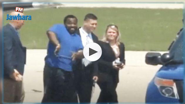 تصرّف غريب لمجرم خطير إثر القبض عليه ! (فيديو)