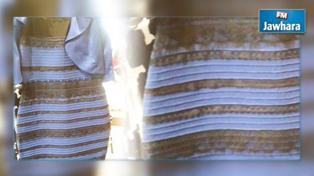 Photo de la robe noire et bleue