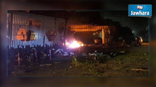 Explosions près d'un hôtel : 1 mort, 30 blessés