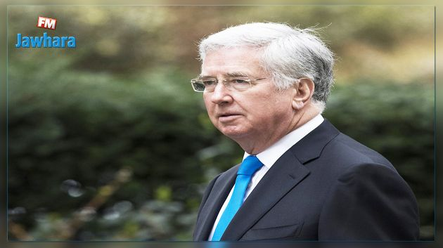 Le ministre britannique de la Défense démissionne