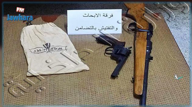 Un pistolet et un fusil de chasse saisis dans une maison for Interieur ministere tunisie