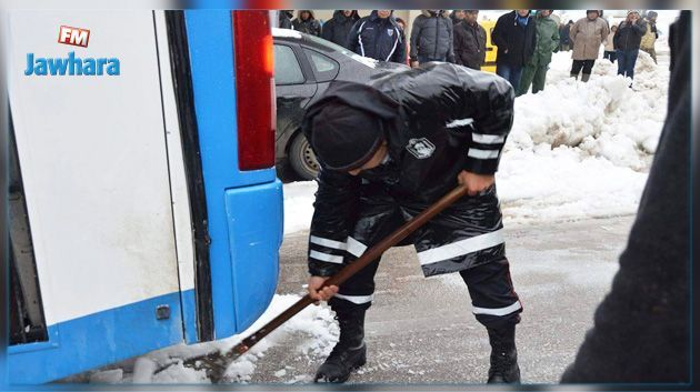 جندوبة : إسعاف 3 أشخاص وإزاحة حوالي 20 سيارة علقت بسبب الثلوج