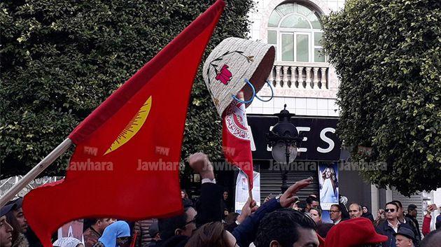 إضراب 17 جانفي : مسيرة عمالية في شارع الحبيب بورقيبة