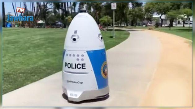 أول شرطي روبوت يبدأ مهامه في الولايات المتحدة (فيديو)