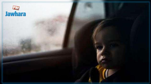 قانون يعاقب تاركي الأطفال بمفردهم في السيارات