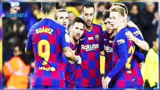 برشلونة يضغط على لاعبيه بالقانون للتخفيض في اجورهم