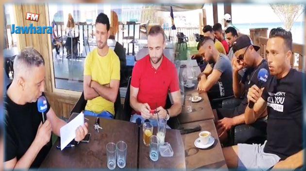 فريق Cartes sur table  في ضيافة مستقبل رجيش