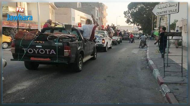 محتجون من رمادة يعتصمون قرب معبر ذهيبة وشباب اعتصام الكامور يقطعون الامدادات الى حقول النفط