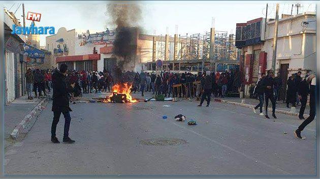 قصر هلال : أعمال شغب و الأمن يتدخل بالغاز المسيل للدموع