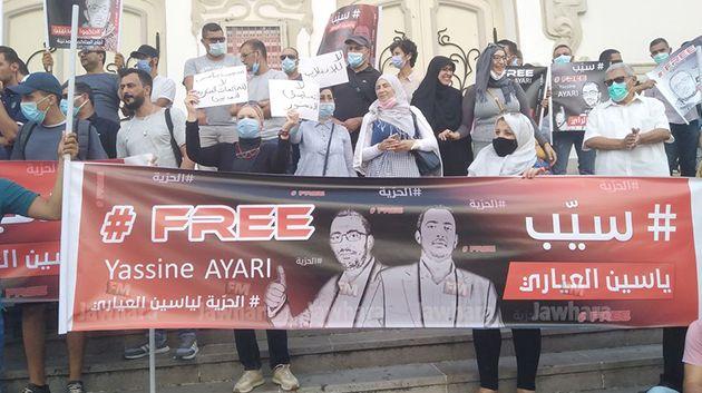 أمام المسرح البلدي بالعاصمة: وقفة احتجاجية ضدّ محاكمة المدنيين أمام القضاء العسكري