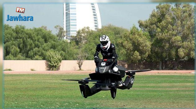 La police de Dubaï s'équipe de motos-volantes