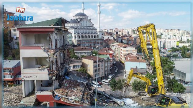 Un séisme de magnitude 6.8 en Turquie fait plusieurs morts et blessées