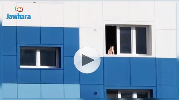 Un bébé sauvé de justesse d'une chute du sixième étage (Vidéo)