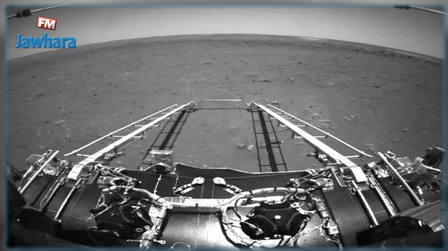 Le rover chinois Zhurong envoie ses premières photos de Mars